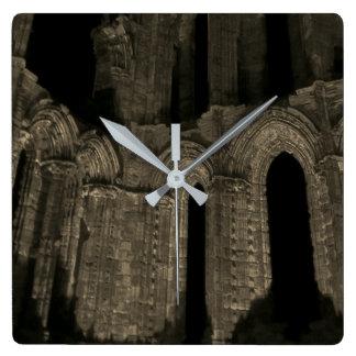 Relógio Quadrado Sepia antigo velho dos arcos góticos da abadia de