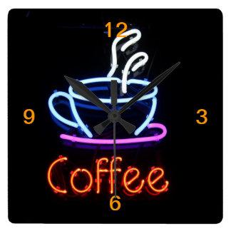 Relógio Quadrado Sinal de néon do café no preto