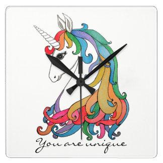 Relógio Quadrado Unicórnio bonito do arco-íris da aguarela