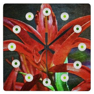 Relógio Quadrado Vermelho Lírio-Textured por Shirley Taylor