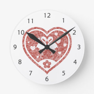 Relógio Redondo Amor Textured do flamingo do coração