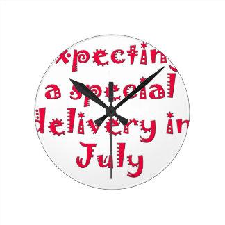 Relógio Redondo Esperando uma entrega especial em julho