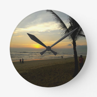 Relógio Redondo Nascer do sol da praia com palmeira