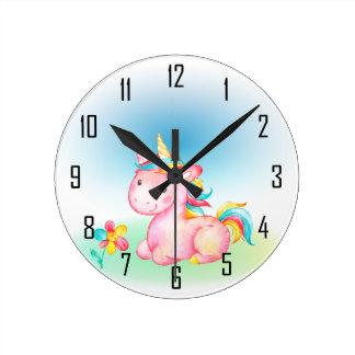 Relógio Redondo Unicórnio cor-de-rosa com uma flor cor-de-rosa