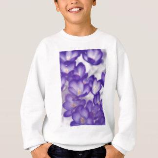 Remendo da flor do açafrão da lavanda camisetas