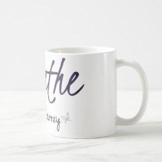 Respire e aprecie o copo de café da viagem caneca