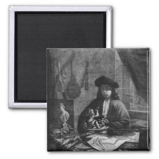 Retrato de um artista novo, gravado perto imas de geladeira