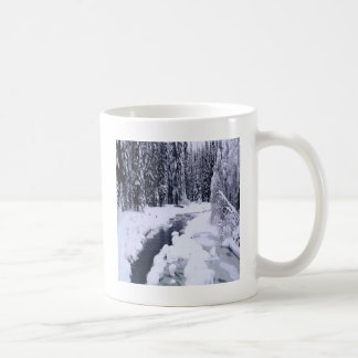 Rio nevado do inverno da natureza caneca de café