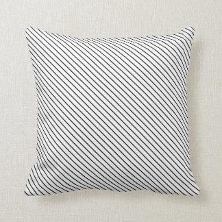 Riscas diagonais - branco e preto travesseiros de decoração