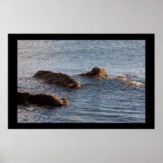Rochas no impressão da foto da água