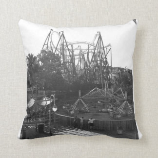 Roller coaster preto e branco travesseiro