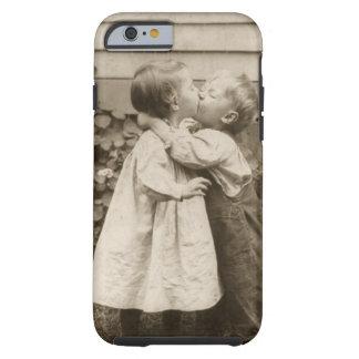 Romance do amor do vintage, crianças que beijam, capa tough para iPhone 6