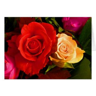 Rosa amarelo vermelho cartão