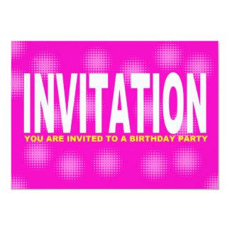 Rosa do convite de aniversário e corajoso