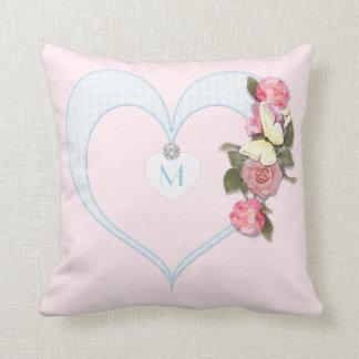 Rosa do monograma, coração, flores, borboleta - almofada
