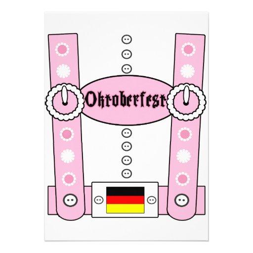 Rosa engraçado dos Lederhosen de Oktoberfest Convites Personalizado