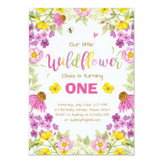 Rosa floral da menina do convite do aniversário do