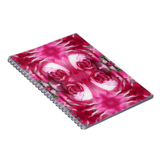 Rosa vermelha dobrada acima do caderno 80pg do