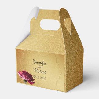 Rosa vermelha na caixa do favor do casamento do caixinhas de lembrancinhas para casamentos