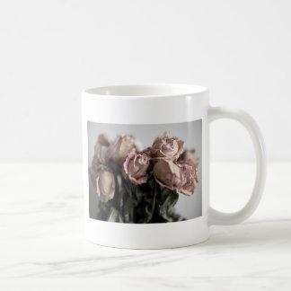 Rosas desvanecidos caneca de café