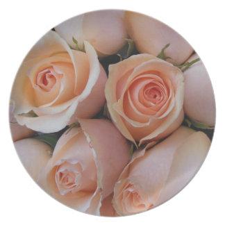 Rosas do pêssego prato