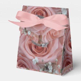 Rosas e caixa de presente do anel