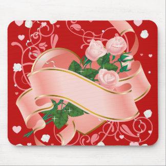 Rosas e coração cor-de-rosa para o dia dos namorad mouse pads