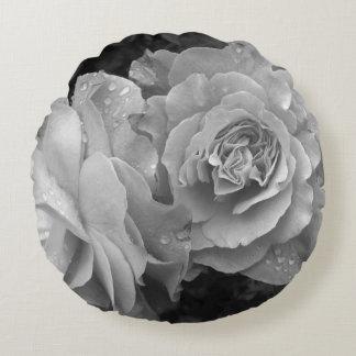 Rosas preto e branco almofada redonda
