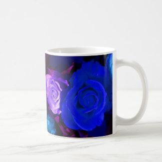 Rosas roxos azuis eu agrido - customizável caneca