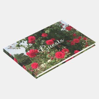 Rosas vermelhas de escalada elegantes livro de visitas