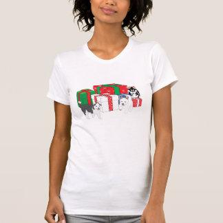 Roucos Siberian com presentes de Natal Tshirts