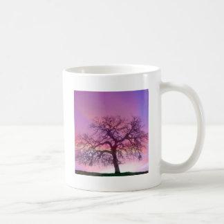 Roxo do inverno das árvores da natureza caneca