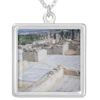 Ruínas romanas do porto de Emporion Colar Banhado A Prata