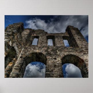 Ruínas velhas do castelo poster