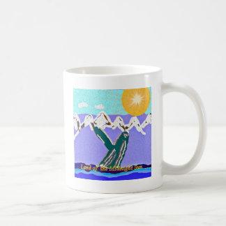 Ruptura à baleia de Humpback do sol da meia-noite Caneca De Café