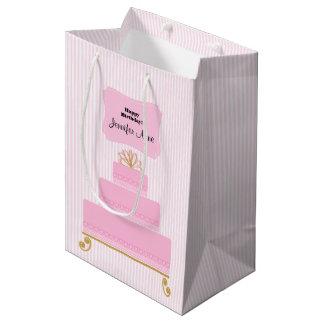 Saco cor-de-rosa do presente do bolo de sacola para presentes média