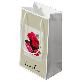 Saco doce do presente dos rosas do amor sacola para presentes pequena