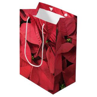 Saco vermelho do presente de época natalícia do sacola para presentes média