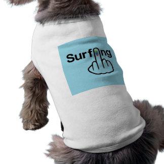 Sacudir surfando da roupa do cão camiseta