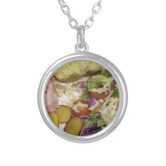 Salada e molho do presunto colar banhado a prata