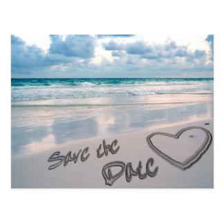 Salvar a escrita do coração da areia da data cartão postal