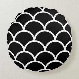 Scallop preto e branco almofada redonda