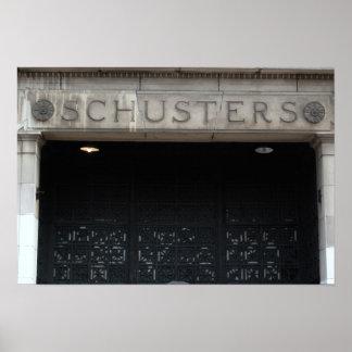 Schusters no poster da rua de Mitchell