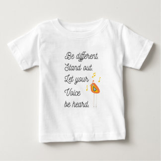 Seja diferente, esteja para fora, deixe sua voz t-shirts