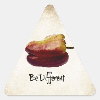 """""""Seja"""" pimenta de Bell roxa diferente Adesivo Triangular"""
