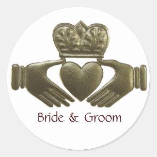 Selos do casamento do ouro de Claddagh do irlandês Adesivos Em Formato Redondos