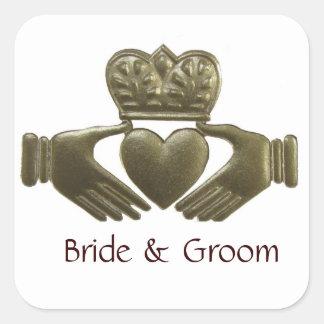 Selos quadrados do casamento do ouro de Claddagh d Adesivo Quadrado