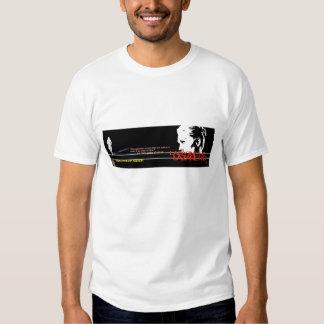 Senhora no t-shirt do promocional do Lazaretto