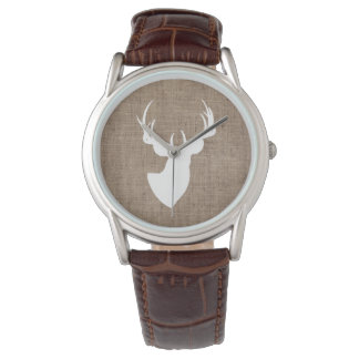 Serapilheira de Brown e silhueta branca dos cervos Relógio