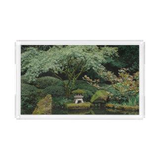 Serenidade em um jardim japonês bandeja de acrílico